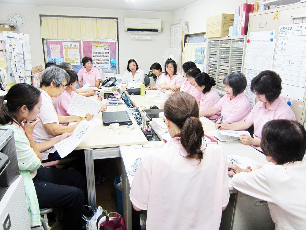 時間外労働の削減と、短時間勤務制度の導入