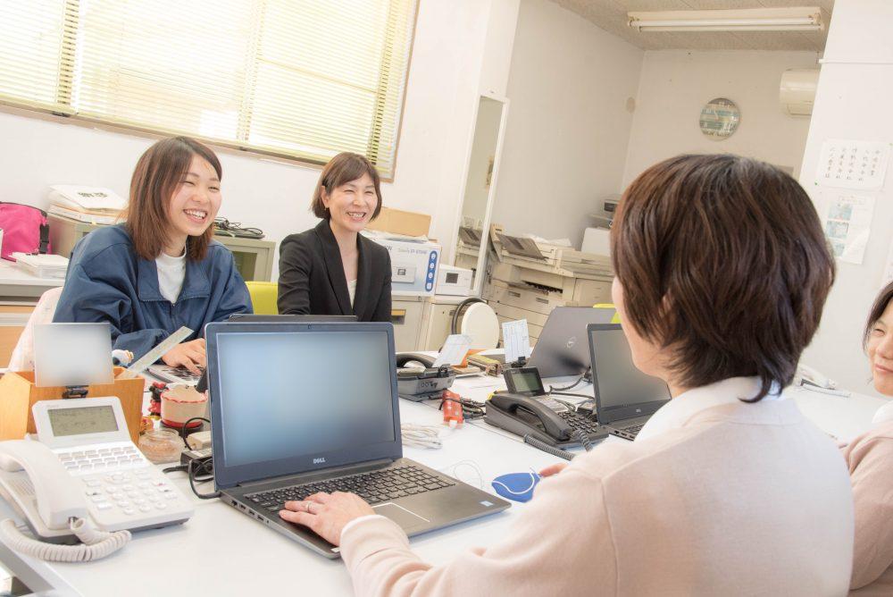 仕事を細分化し「誰でもできる作業」へ。70歳以上の女性も活躍
